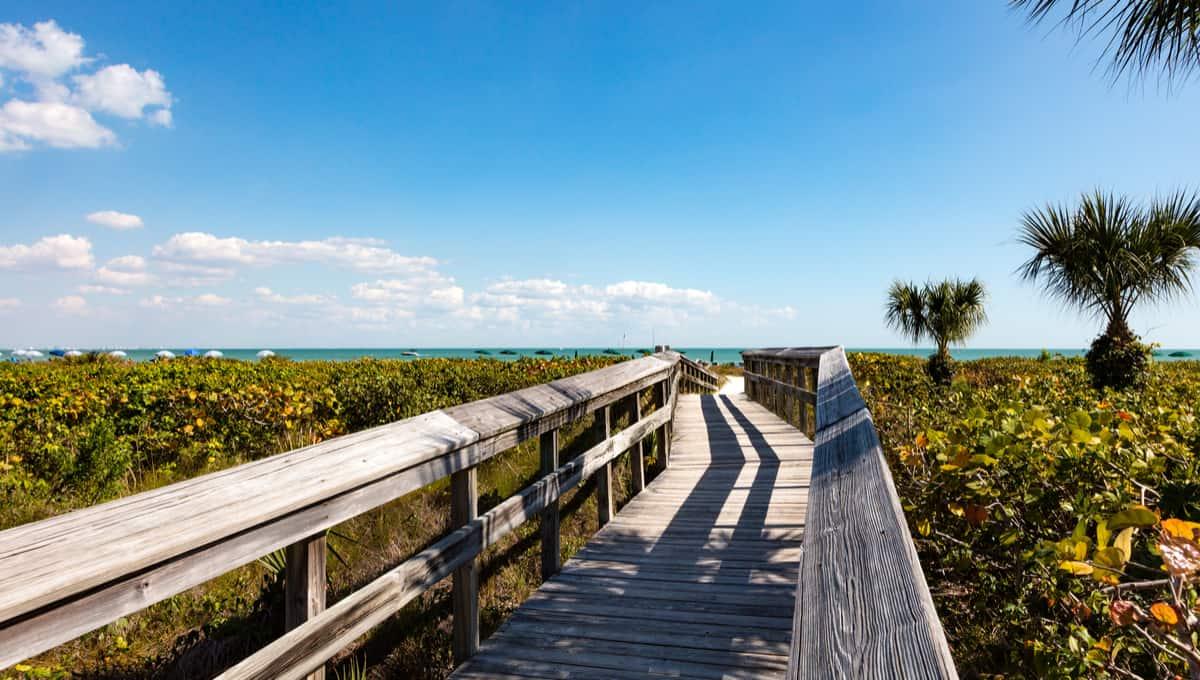Sanibel_Island_Florida_USA_terrenosnaflorida-com_shutterstock_797354308_1200x680
