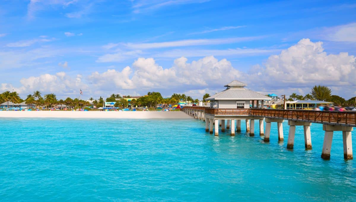 Florida_Fort_Myers_Pier_beach_in_USA_terrenosnaflorida-com_shutterstock_452347897-1200x680