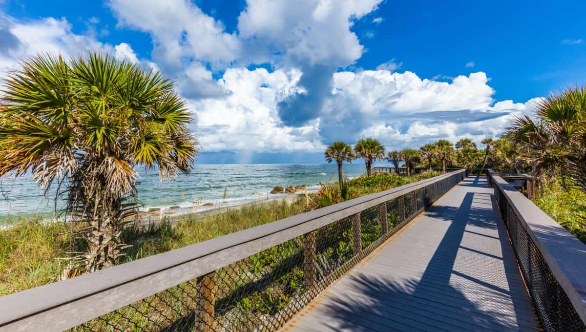 Caspersen_Beach_in_Venice_Florida_terrenosnaflorida-com_shutterstock_1159525303_1200x680