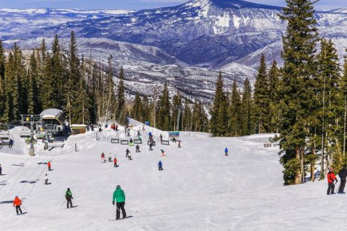 Colorado_ski_resort_neve-ice_terrenosnaflorida-com_shutterstock_721337782_1200x680