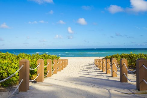 Walkway_to_famous_South_Beach_Miami_Beach_Florida_terrenosnaflorida-com_shutterstock_385888813_1200x680