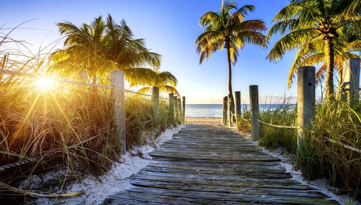 way_to_the_beach_in_Key_West_Miami_Florida_terrenosnaflorida-com_shutterstock_182421812_1200x680